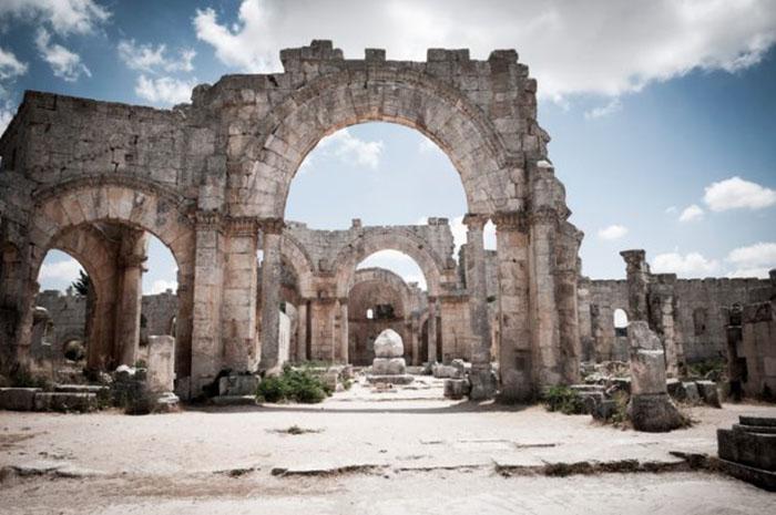 Руины церкви Св. Симеона Столпника Византийской эпохи (окрестности Алеппо, Сирия). /Фото:thevintagenews.com